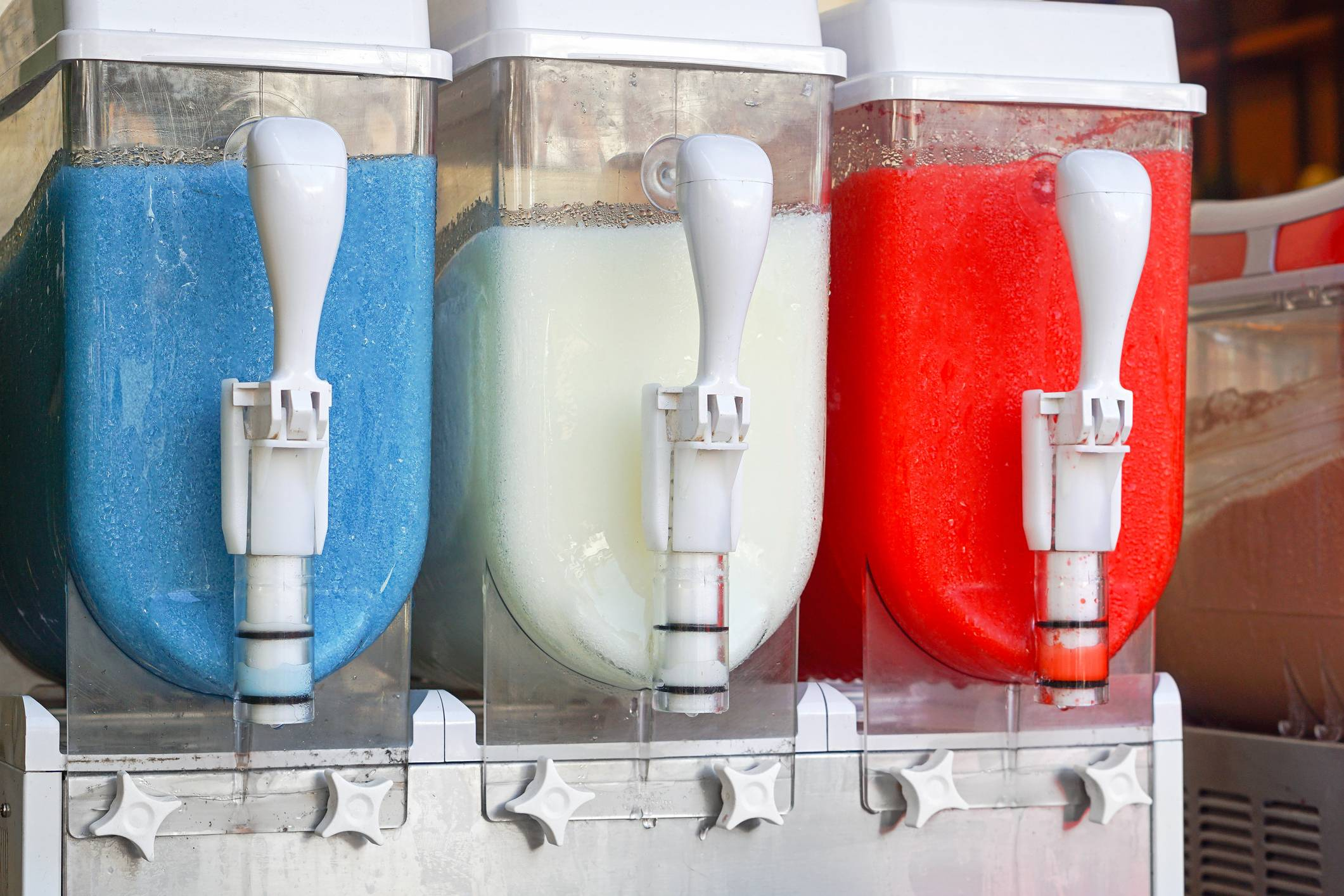 Frozen drinks dispenser