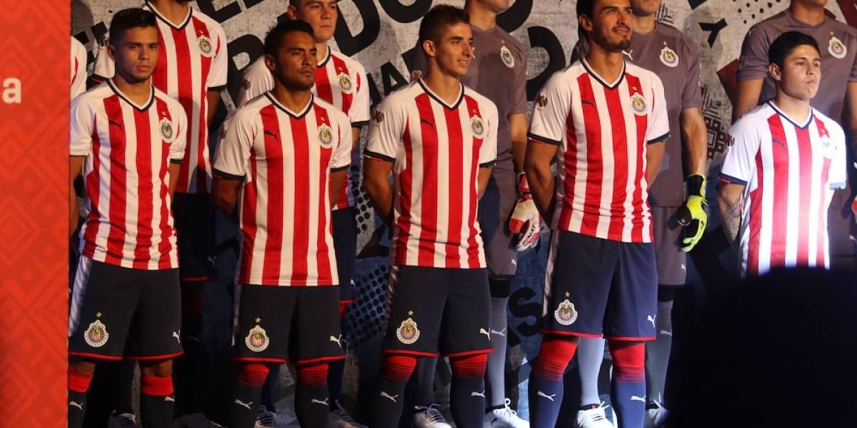 Chivas estrena playera con la estrella 12 para el Apertura 2017 ... de5ee5561ce69