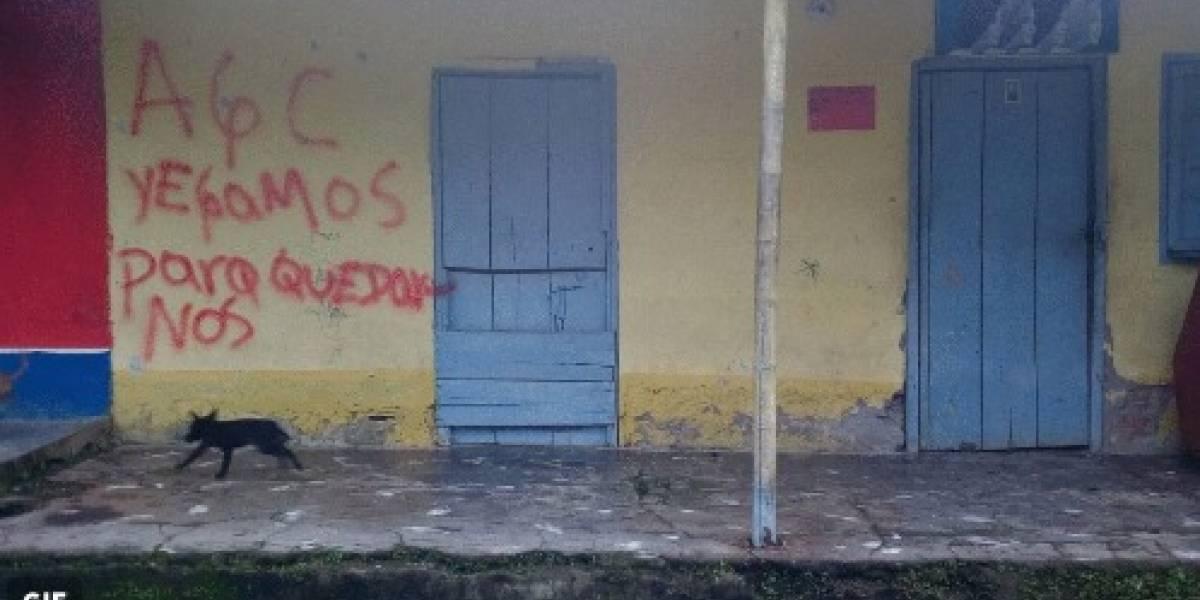 Los panfletos amenazantes de las Autodefensas Gaitanistas de Colombia que están rondando por las calles