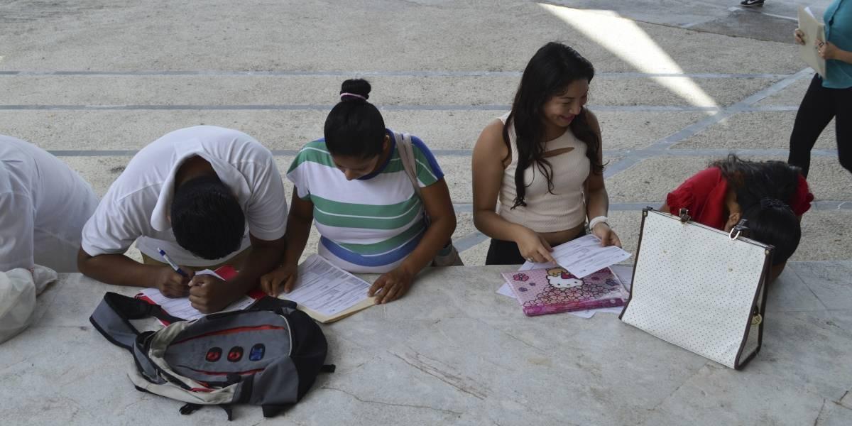 Cada año más 719 mil jóvenes abandonan la escuela