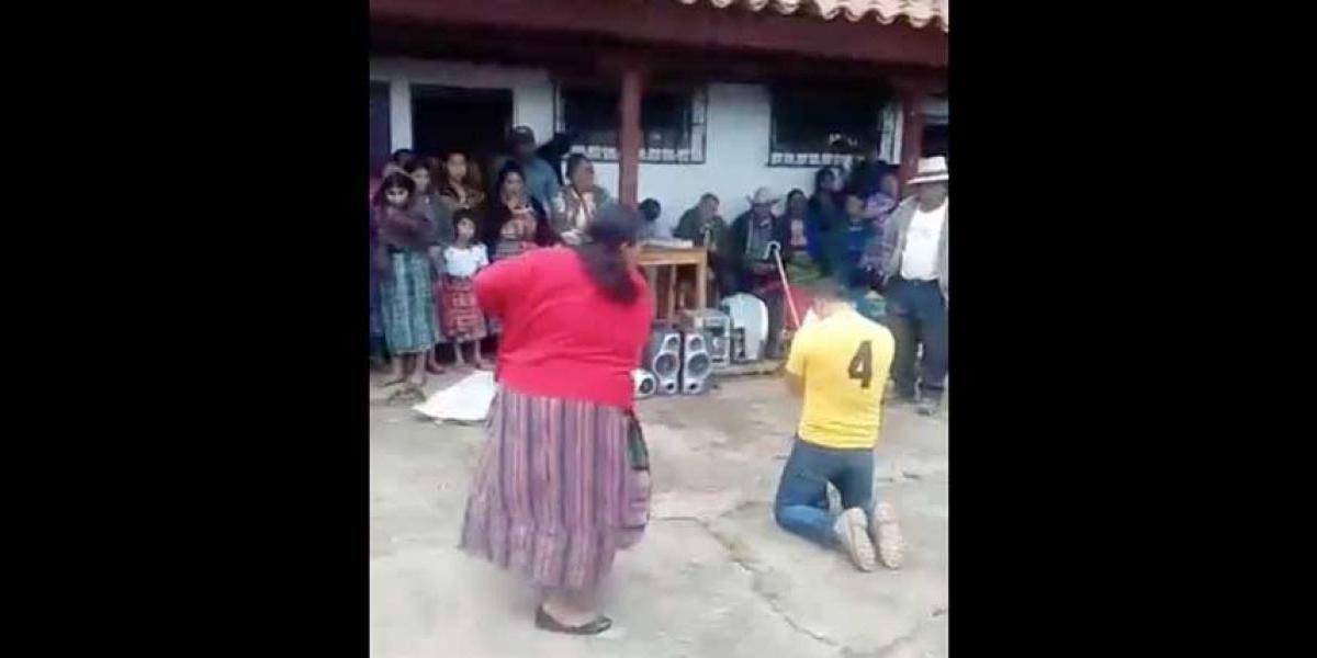 VIDEO. Aplican castigo comunitario a hombre acusado de robo en Choacaman Quinto, Quiché