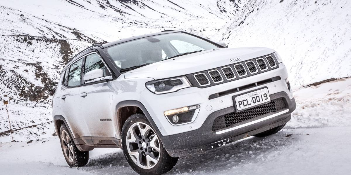 Jeep hace cumbre en Valle Nevado