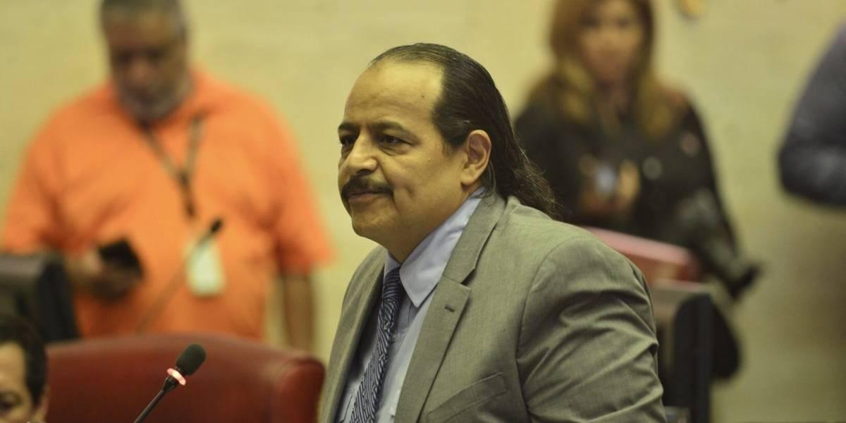 Afirma Vargas Vidot cometió un error al favorecer proyecto de cenizas