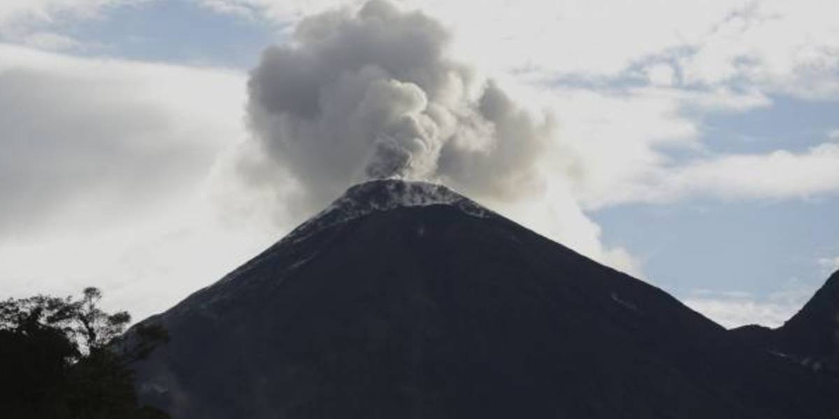 Volcán Reventador en nueva fase de erupción en Ecuador