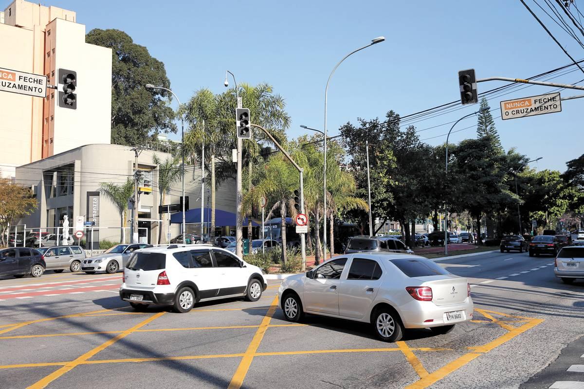 Na av. Sumaré, o piscante causa confusão | André Porto/Metro