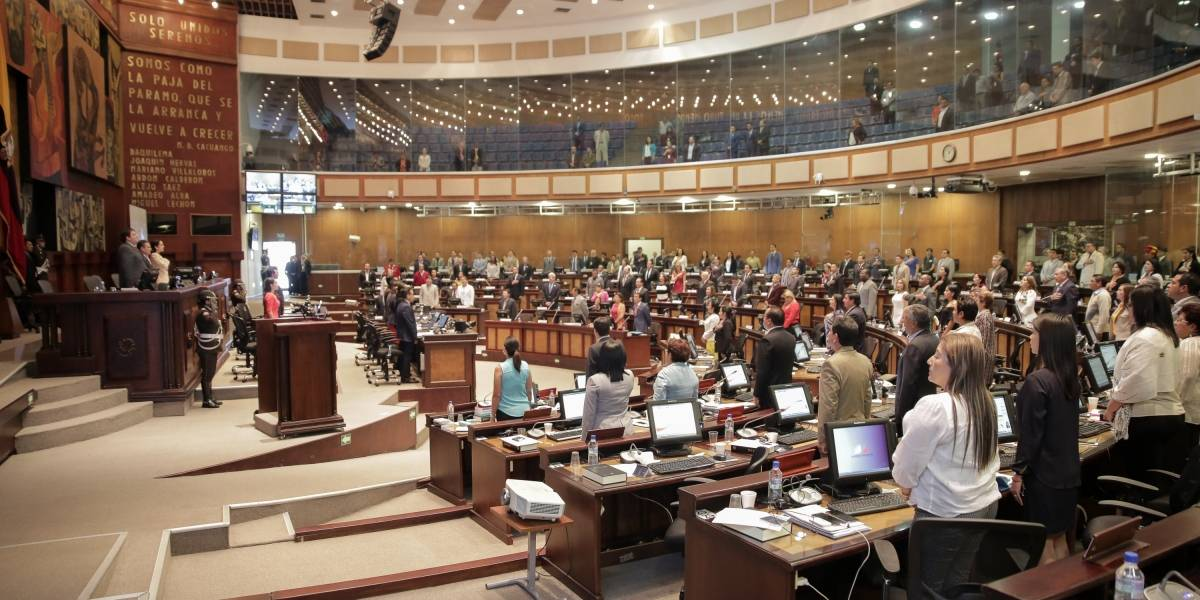 Asambleístas, descontentos con reducción de salario