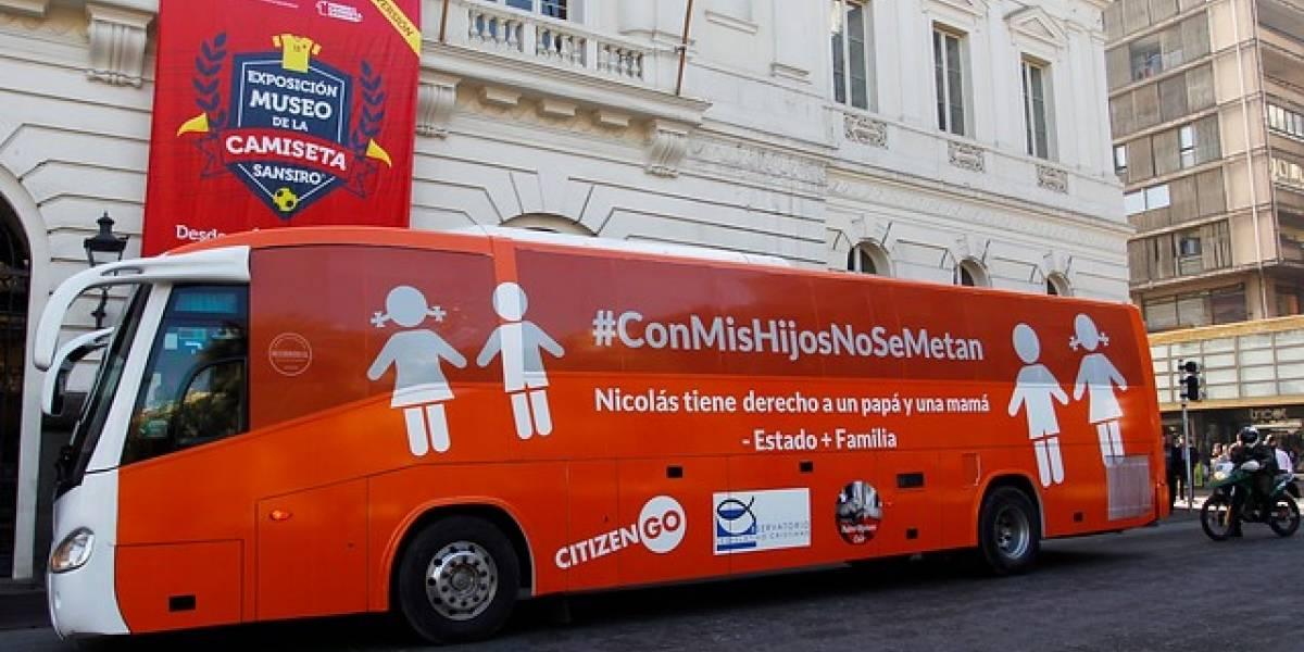 """La última polémica del """"bus de la libertad"""":  no tiene permiso de circulación y suma tres multas impagas"""