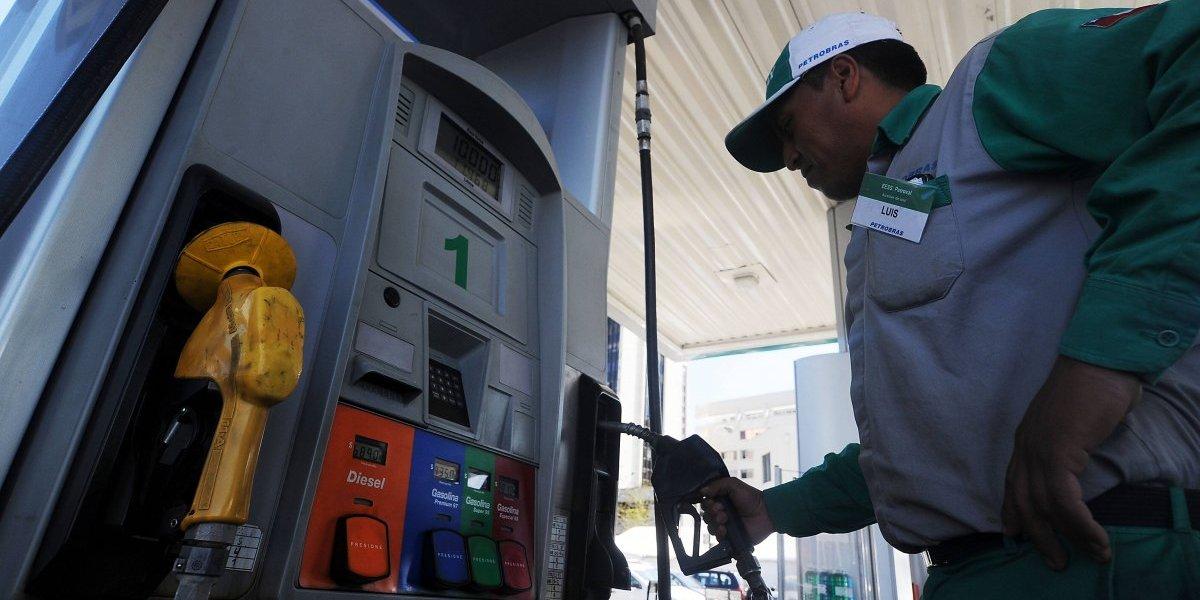 La mejor manera de recibir el 2018: precio de las bencinas baja por segunda semana consecutiva