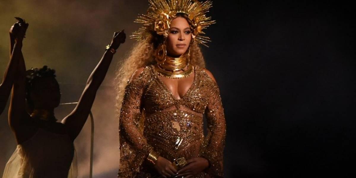 Beyoncé termina el misterio y muestra a sus mellizos con foto artística en donde enseña su abdomen