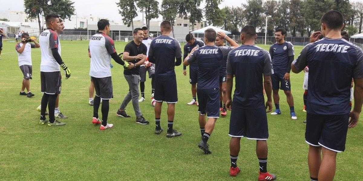 VIDEO: Marco Fabián visita a Chivas y lo felicita por título