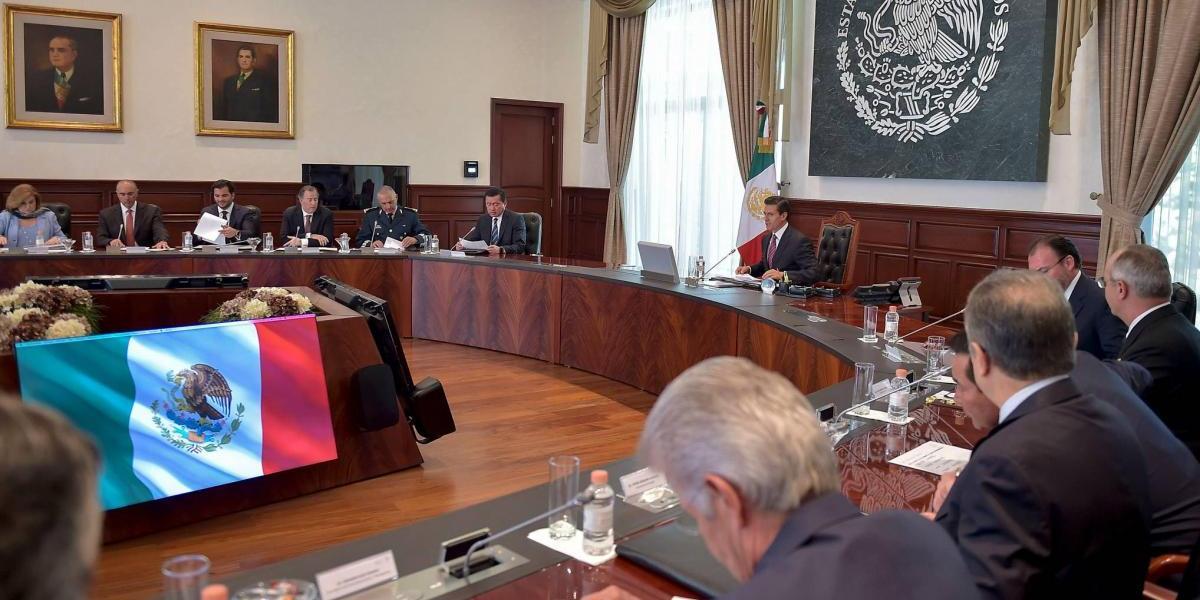 Peña Nieto se reúne con su gabinete para evaluar avances