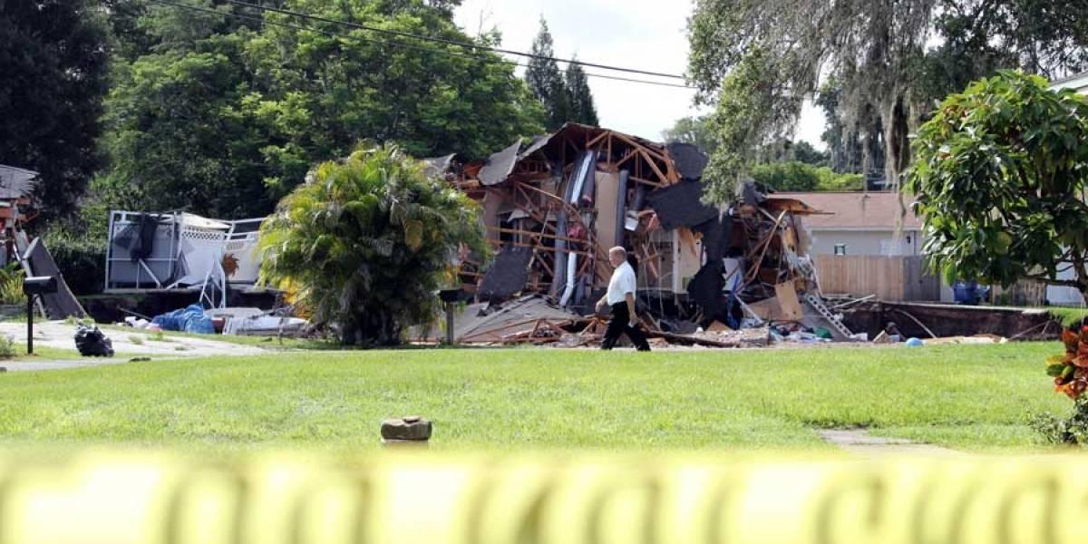 VIDEO. Un hoyo del tamaño de una piscina hunde dos casas en Florida
