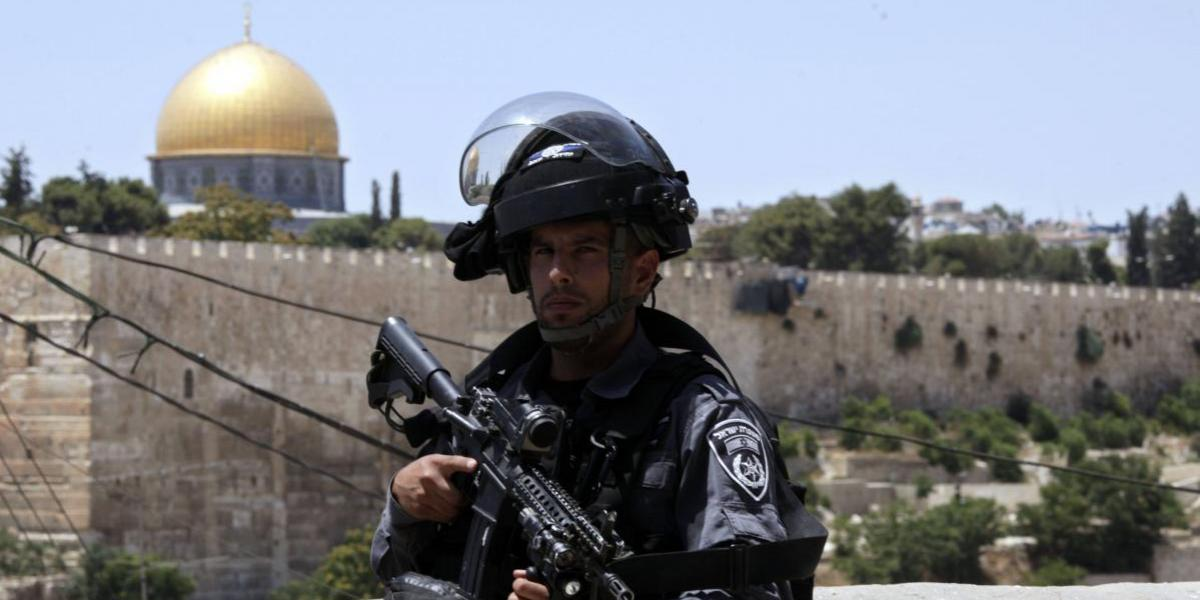 Mueren 2 policías israelíes en ataque palestino en Jerusalén