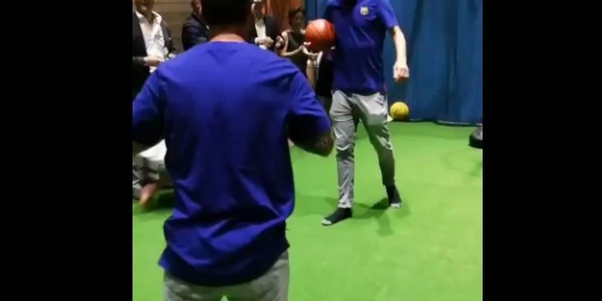 VIDEO: Lionel Messi muestra su talento en el basquetbol