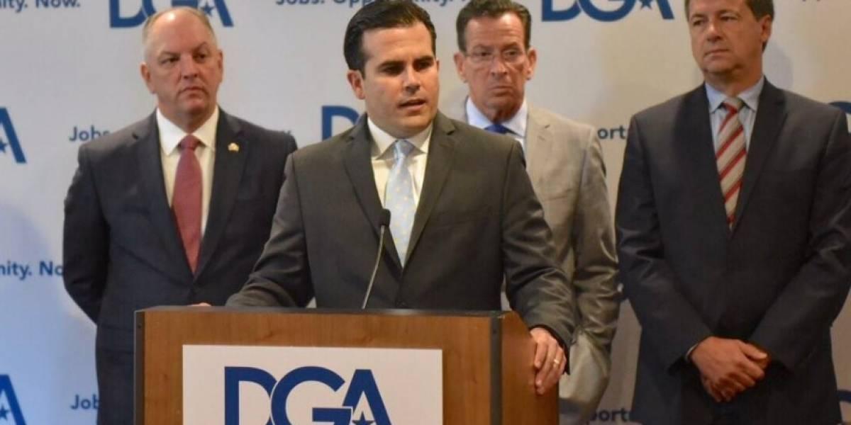 Gobernador se une a gobernadores demócratas