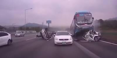 ¡Impactante! Bus protagoniza