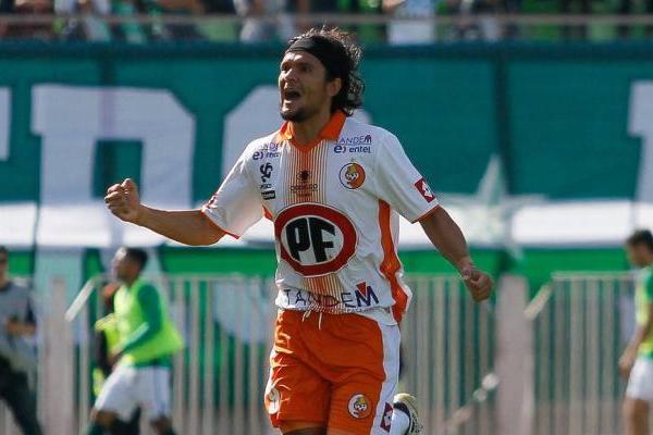 Ever Cantero anotó la apertura de la cuenta para Cobresal ante Wanderers / Agencia UNO