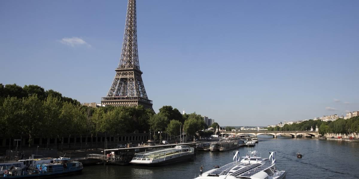 Barco capaz de producir y almacenar hidrógeno zarpa de París para vuelta al mundo