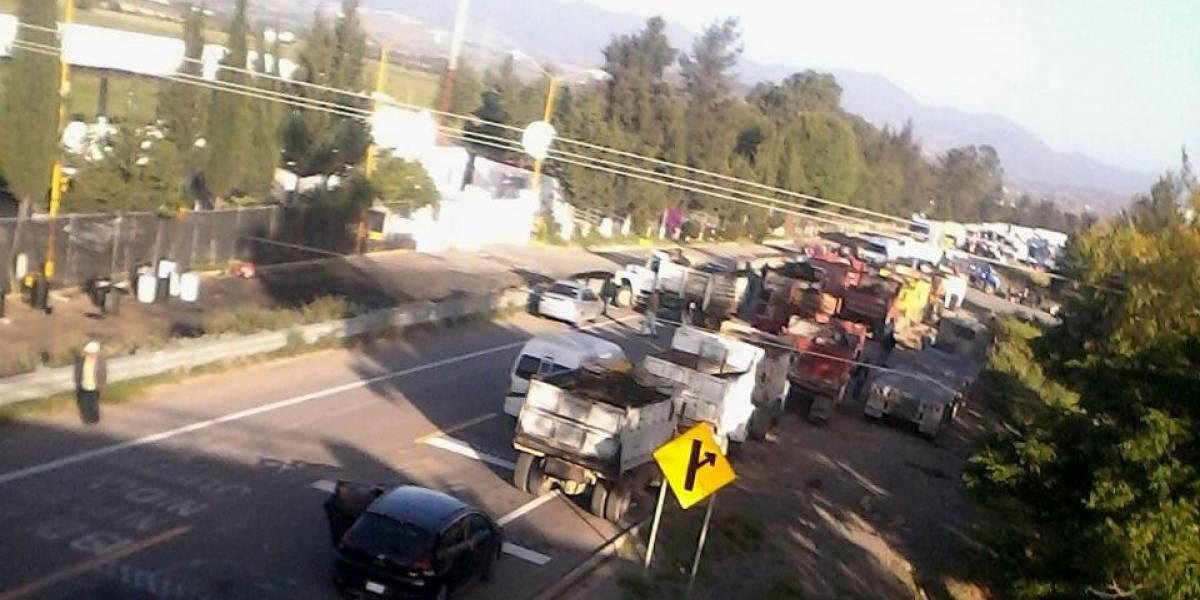 CNTE realiza bloqueos en Oaxaca para evitar llegada de turistas por Guelaguetza