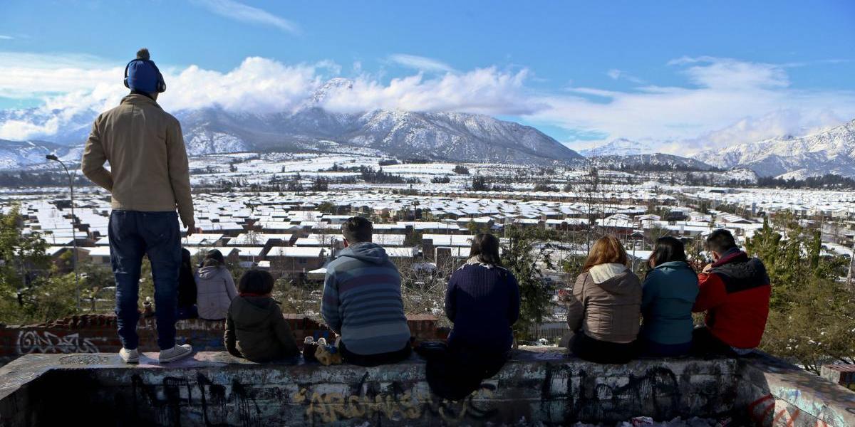 Inusual nevada en Chile deja un muerto, heridos y miles de hogares sin luz