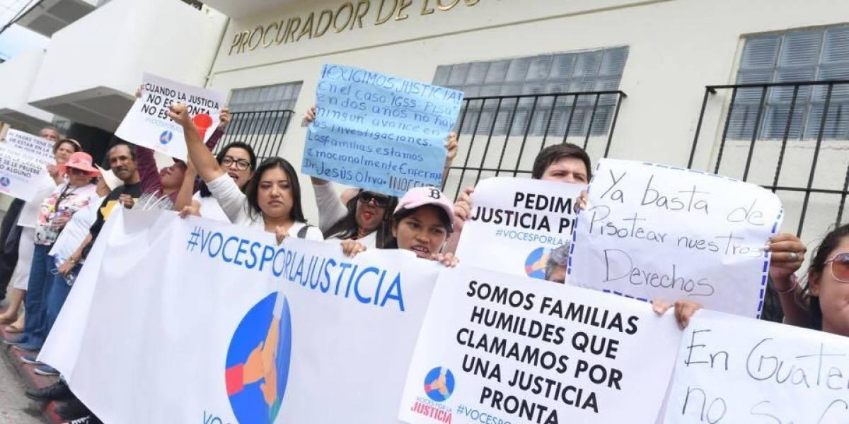 Familiares de procesados en el caso IGSS-Pisa denuncian retraso en el juicio