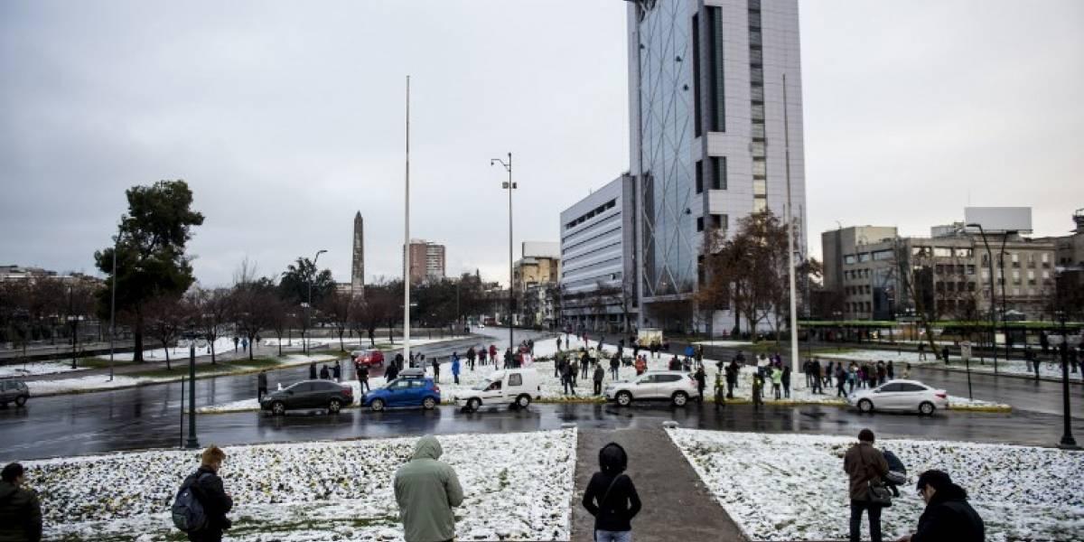 EN IMÁGENES. Santiago se tiñe de blanco por inusual nevada