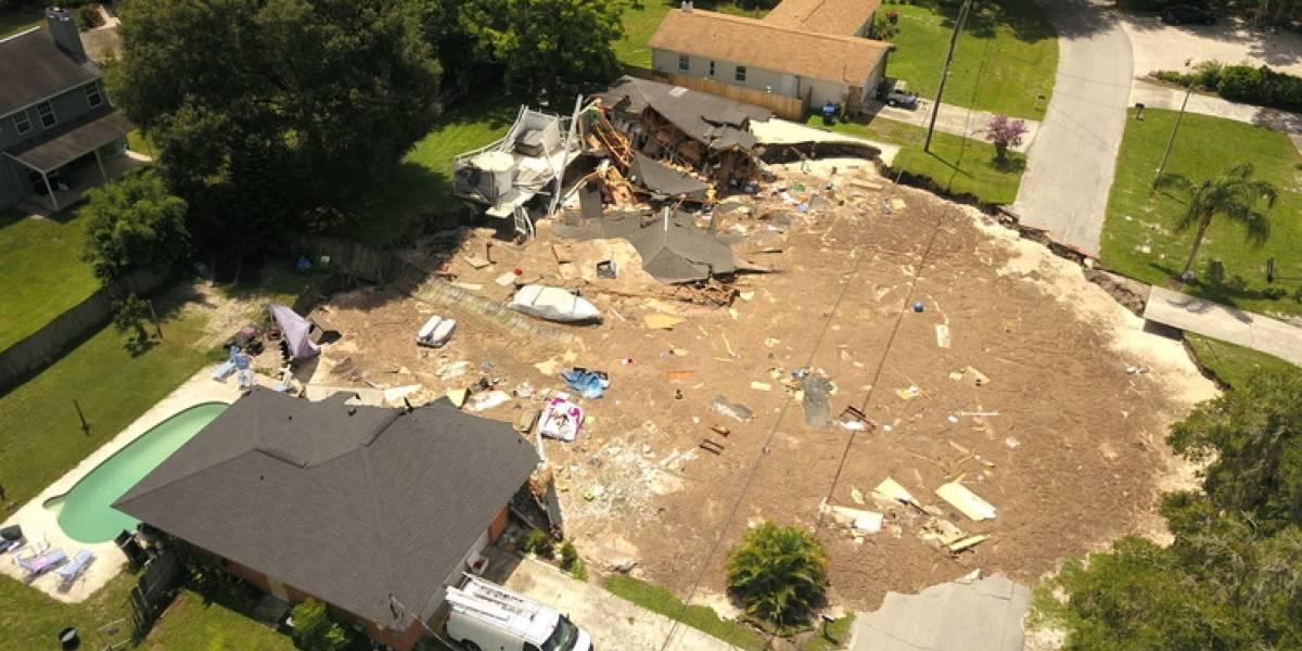 Un gran socavón se traga una casa en Florida y obliga a evacuar todo un vecindario