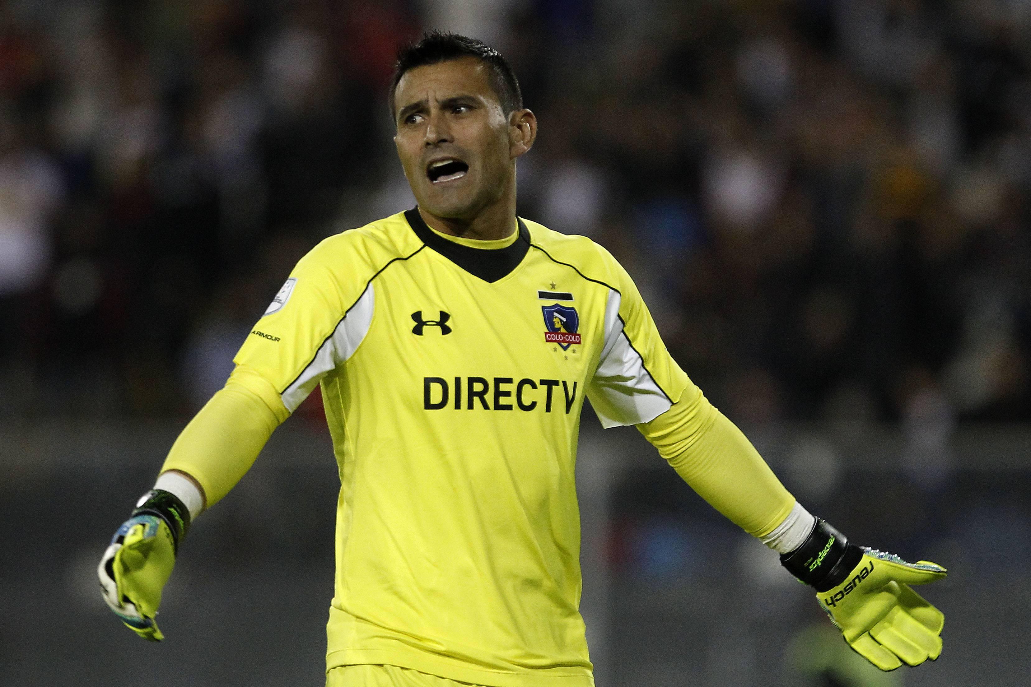 Justo Villar defendiendo la camiseta de Colo Colo / Photosport