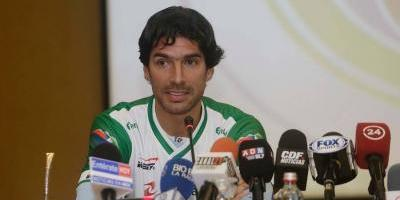 Sebastián Abreu debuta en Chile; sigue su mundo de 'locura'