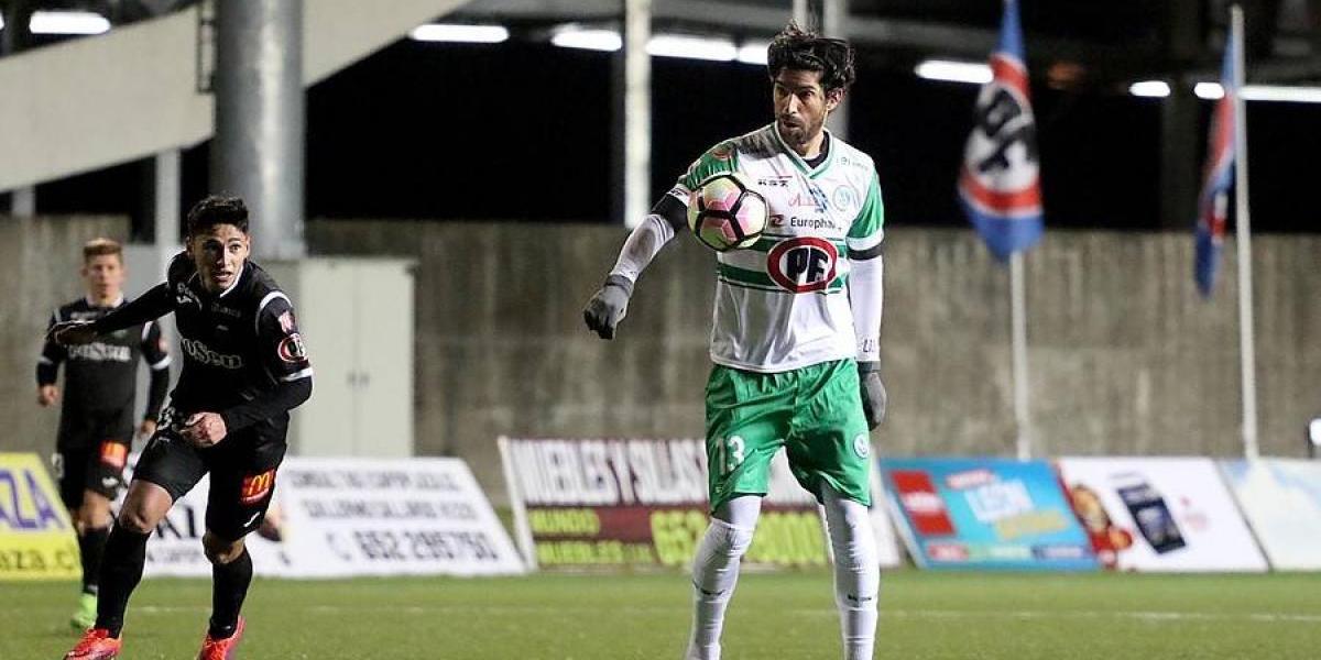 El Loco Abreu se quedó con las ganas de gritar gol en su debut en Puerto Montt