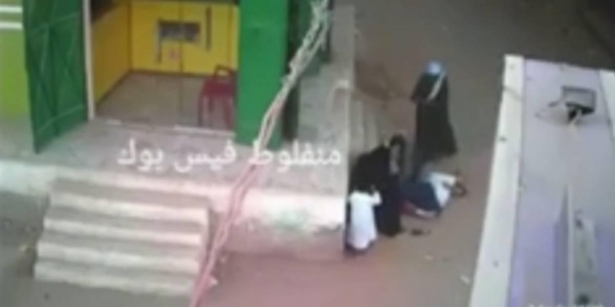 El brutal crimen que conmociona a Egipto: padre acribilla a su hijo por intentar proteger a su madre
