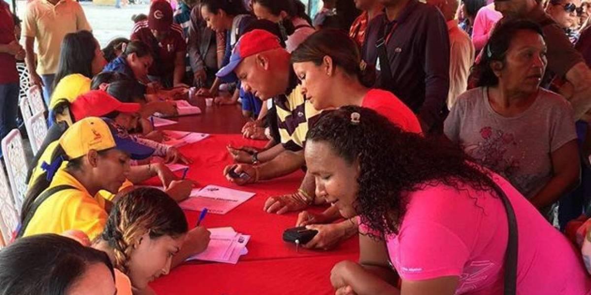 Venezolanos radicados en México salen a votar sobre Asamblea Constituyente