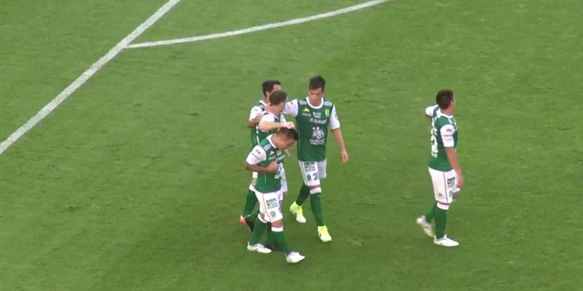 El Chancho Ramos inicia su romance con el gol en el León con una notable chilena