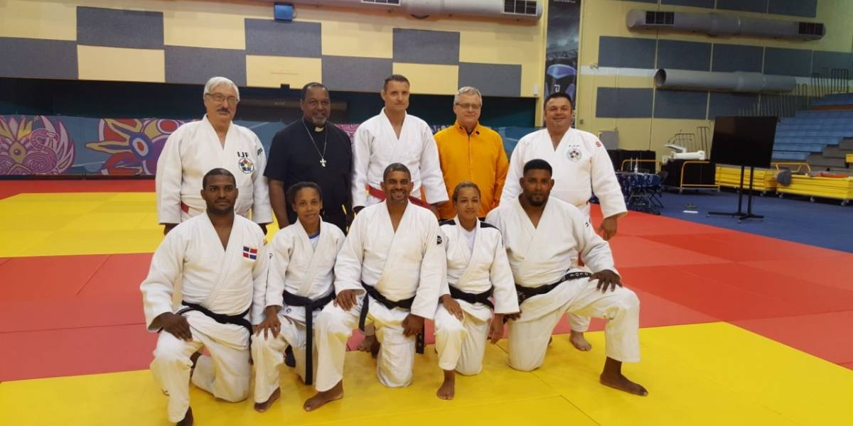 Entrenadores de judo de RD aprueban curso nivel I de FIJ