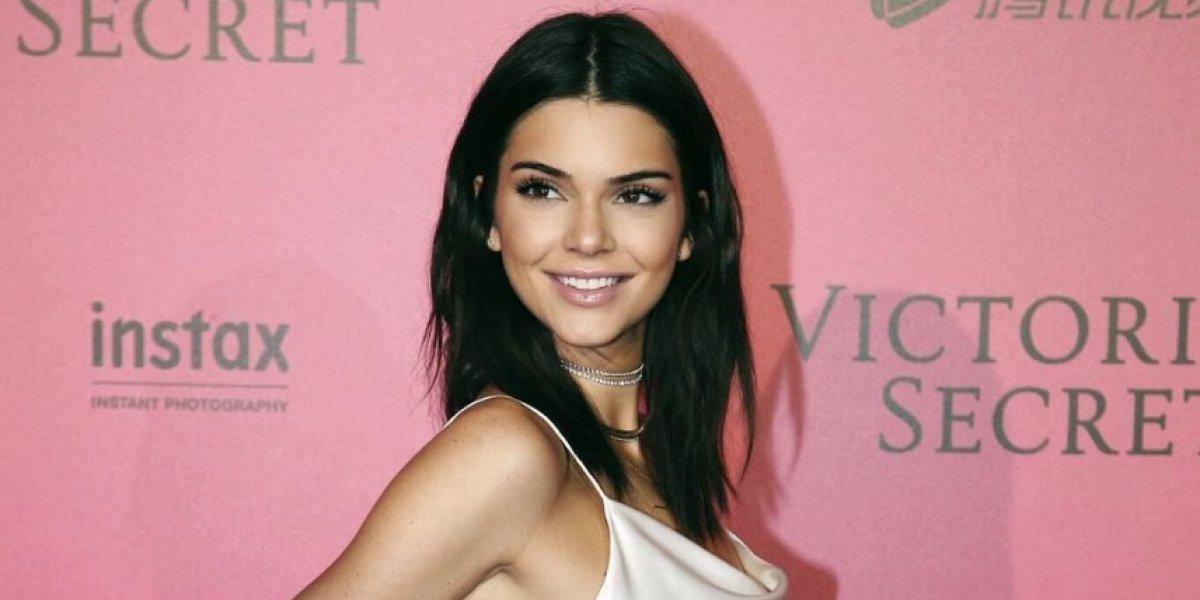 Kendall Jenner visita una galería de arte en NY mostrando sus senos
