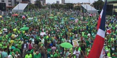 Miles de dominicanos piden frenar corrupción e impunidad tras caso Odebrecht