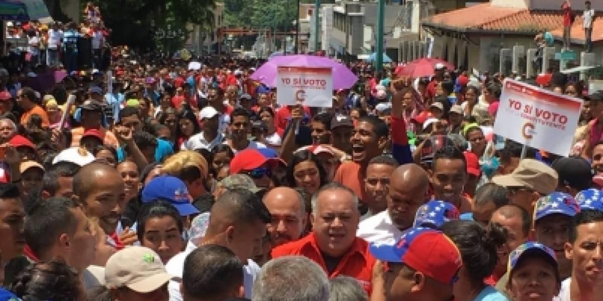Venezolanos salen a votar en plebiscito sobre la Asamblea Constituyente