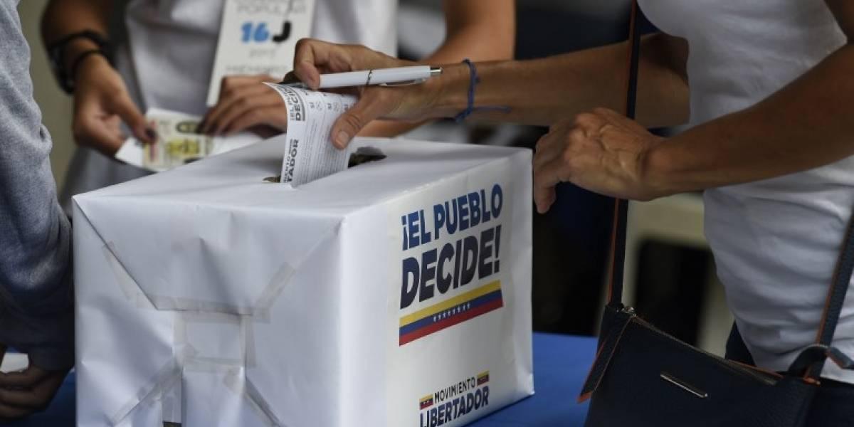 Venezuela participa masivamente del plebiscito para frenar la constituyente de Maduro