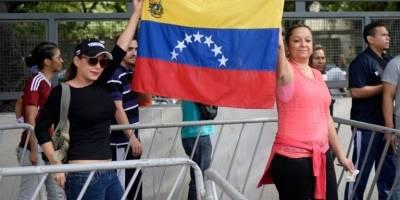Miles de opositores venezolanos votan contra Constituyente