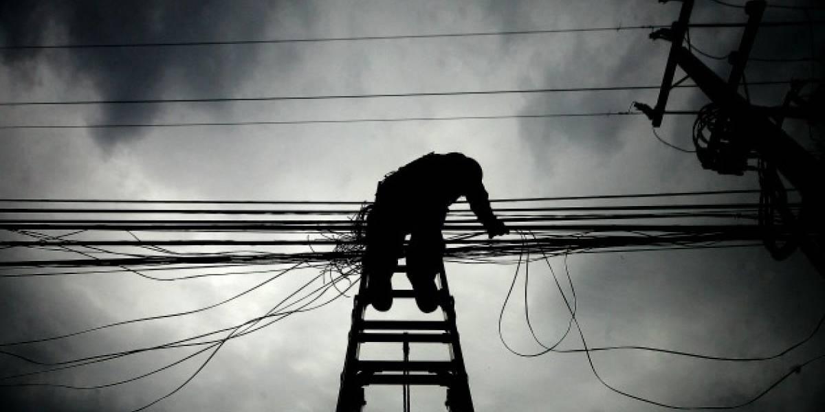 Nuevo balance de Enel: nueve mil clientes siguen sin energía eléctrica tras nevazón en Santiago