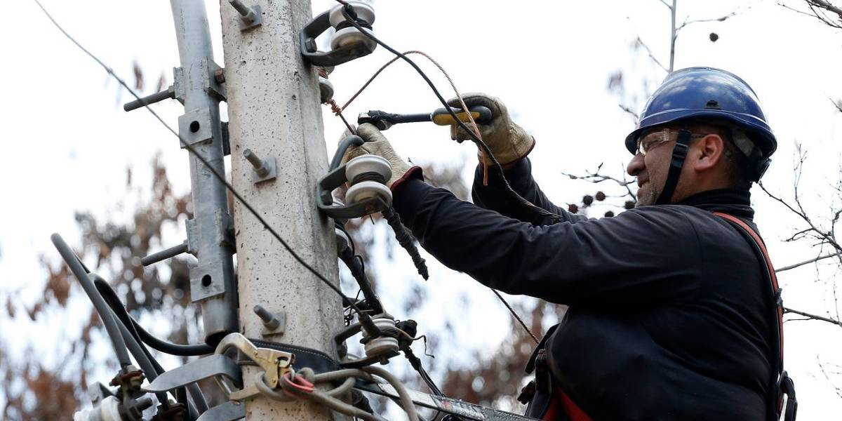 Enel asegura que este martes estaría repuesto el 100% del servicio: 6.800 clientes siguen sin energía eléctrica