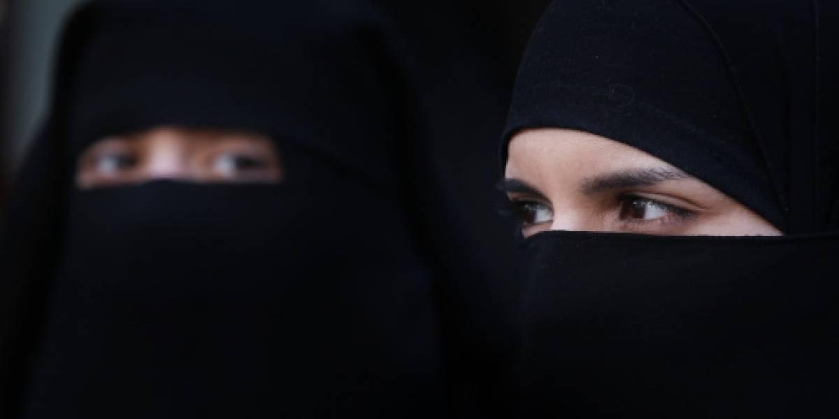 Polémica en redes por joven saudita que pasea con vestimenta 'inmoral'