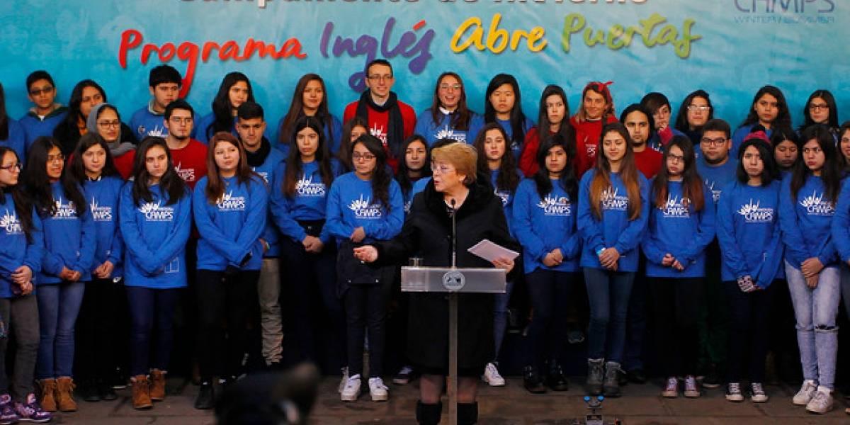 Bachelet emplaza a parlamentarios a agilizar tramitación de proyectos para poner fin al Sename