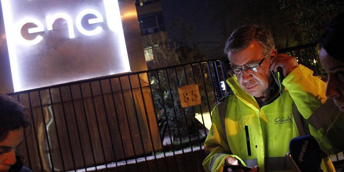 Demanda colectiva de vecinos de Las Condes contra Enel incluirá pruebas de los daños