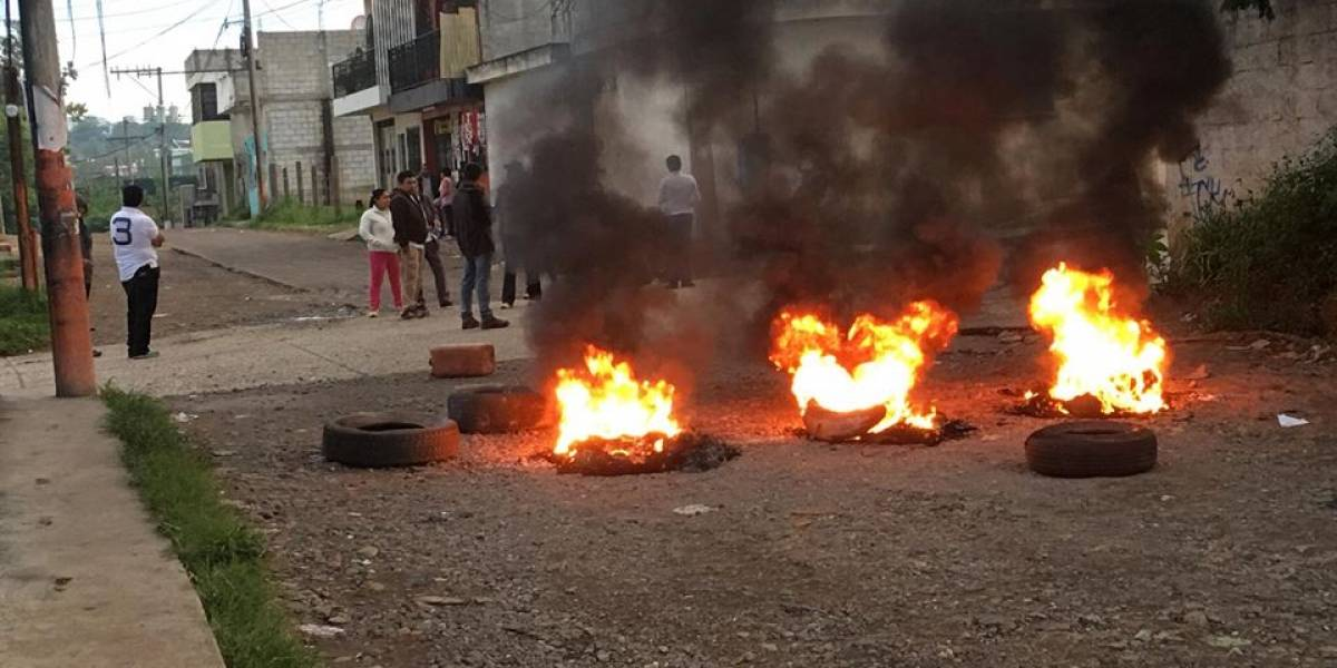 EN IMÁGENES. Manifestantes realizan bloqueo en ruta hacia Boca del Monte