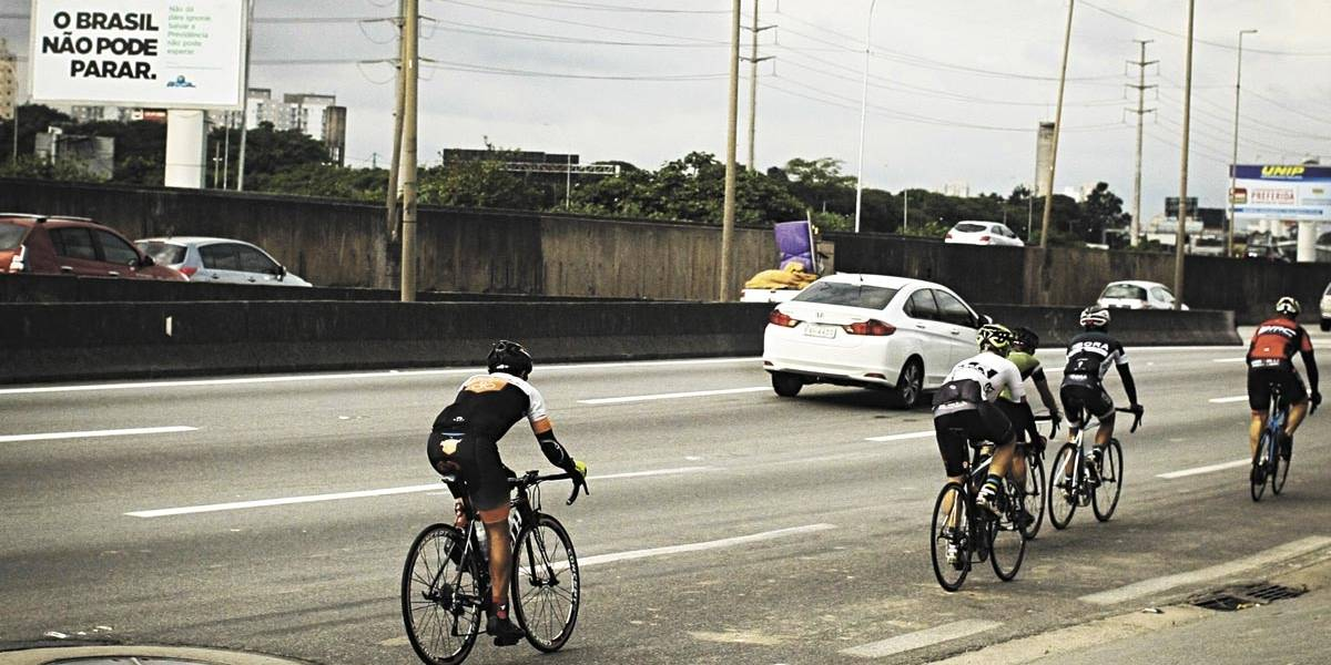 Ciclistas criticam falta de estrutura em Belo Horizonte