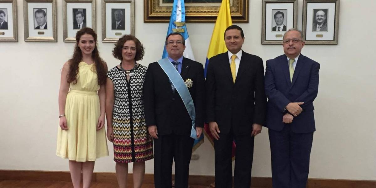 Guatemala reconoce con la Orden del Quetzal al embajador de Ecuador