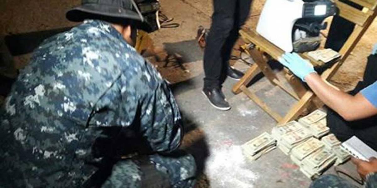 Autoridades incautan más de $260 mil localizados en vehículo en El Progreso, Guastatoya
