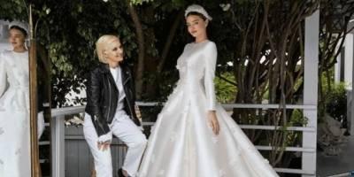 Modelo Miranda Kerr se casa com vestido inspirado em Grace Kelly