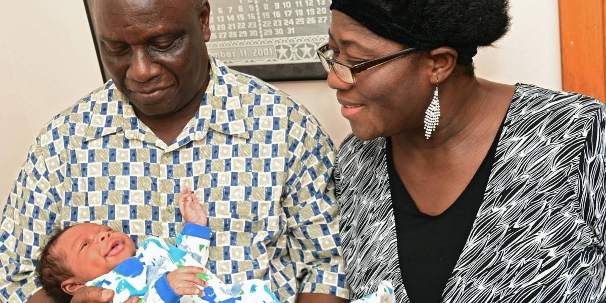 Mujer da a luz a su primer bebé a los 59 años